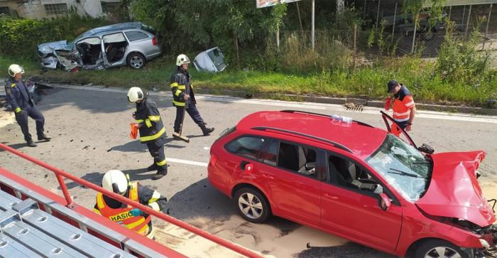 V Českých Budějovicích vážná nehoda čtyř vozidel zablokovala hlavní tah