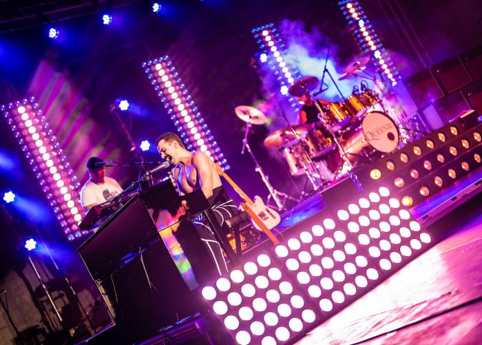 Queenie vyráží na letní UNIVERSUM Tour,  v Liberci zahrají už 28. července