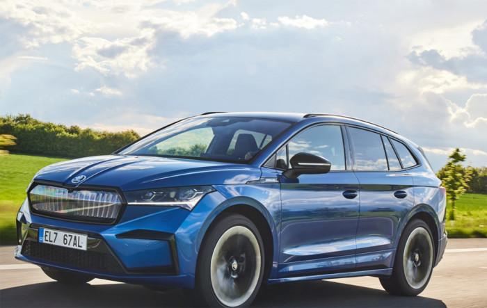 ŠKODA ENYAQ iV a ŠKODA SUPERB COMBI získaly šest ocenění v čtenářské anketě Rodinné auto roku