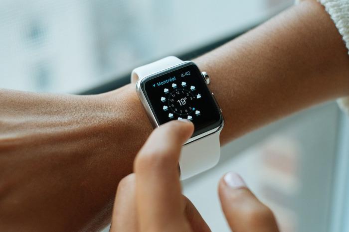 Smart hodinky a fitness náramky, které vás nevyjdou na majlant