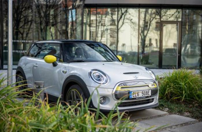 Šťavnaté bonusy na výhodné pořízení čistě elektrického MINI Cooper SE pro české zákazníky