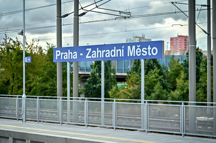 Praha má novou železniční stanici na Zahradním Městě a prodloužený podchod na hlavní nádraží
