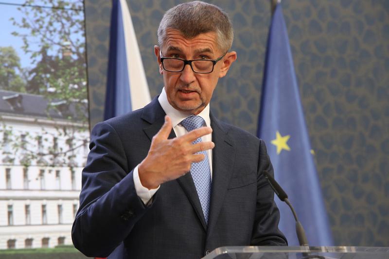 Premiér Babiš podepsal s odbory novou kolektivní dohodu pro státní zaměstnance