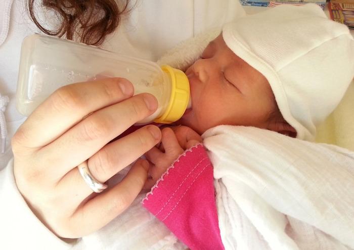 Podíl předčasně narozených dětí klesá, průměrná porodní hmotnost novorozenců naopak roste