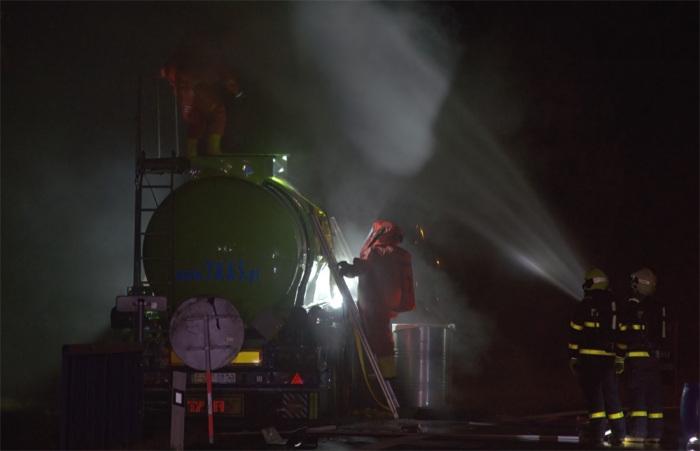 V Bludovicích došlo k úniku kyseliny chlorovodíkové z cisterny, z okolí byly evakuovány desítky osob