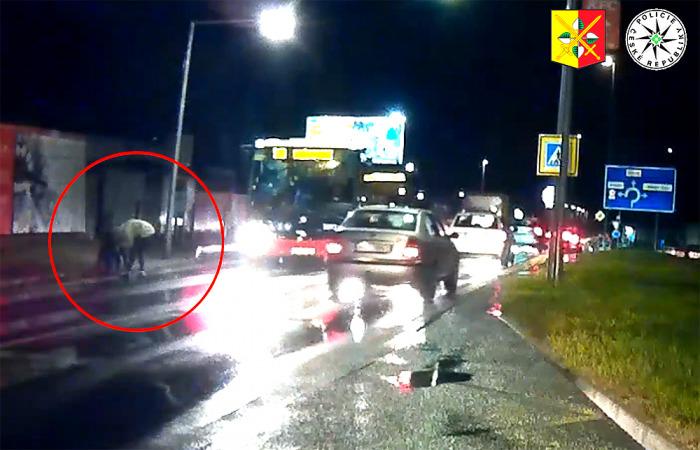 V Praze na přechodu srazil neznámý řidič dítě, které utrpělo mnohočetná zranění