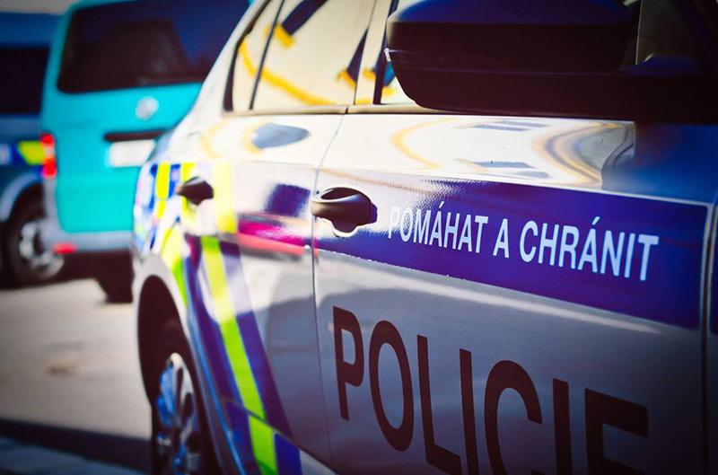 Policisté pronásledovali a posléze zadrželi zdrogovaného řidiče a navíc v celostátním pátraní