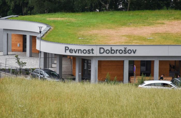 Kraj vybavuje opravenou Pevnost Dobrošov na Náchodsku dobovým nábytkem i zbraněmi