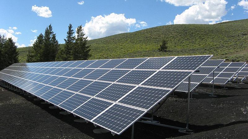 Ministr Brabec schválil první projekty z Modernizačního fondu. Do fotovoltaiky jde 71 milionů