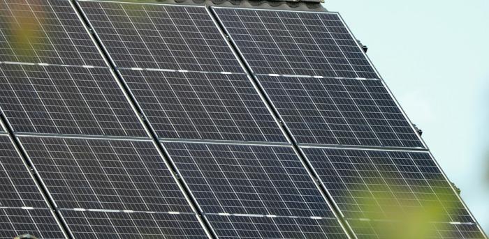 Na dvanáct schválených fotovoltaických elektráren dostanou žadatelé dotaci 71 milionů korun