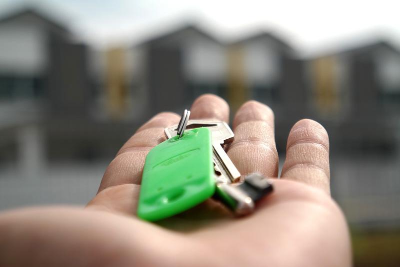Koupit si vlastní byt je lepší, ovšem ani pronájem nemusí být vždy špatnou volbou