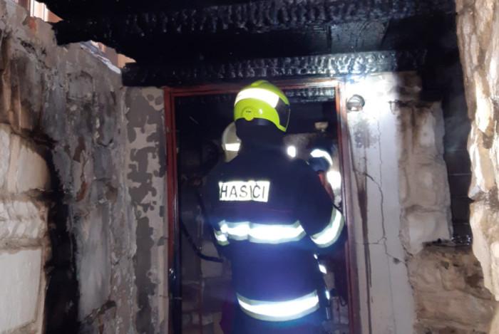 V Košticích na Lounsku došlo k požáru rekreační chaty