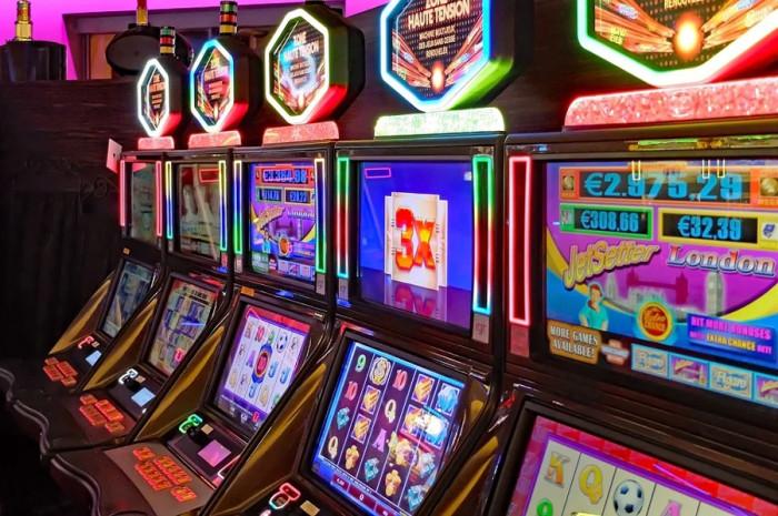 Specializovaný finanční úřad odhalil 800 subjektů bez povolení k provozování hazardních her