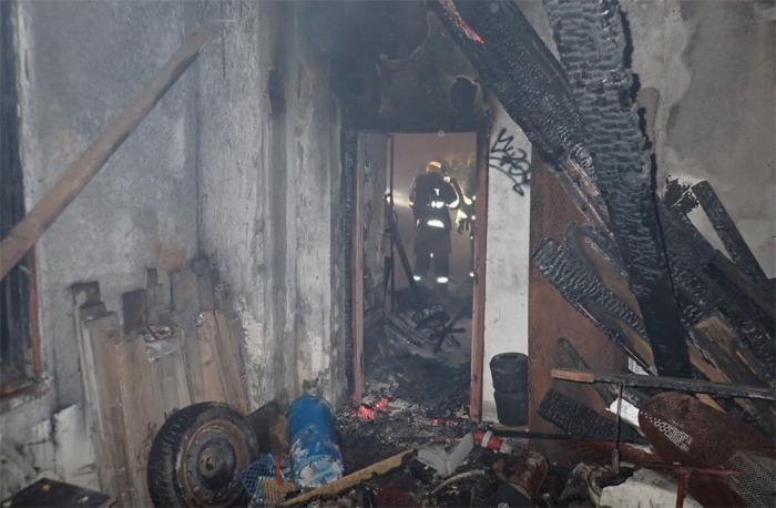 V bývalém pneuservisu ve Valašském Meziříčí došlo k požáru