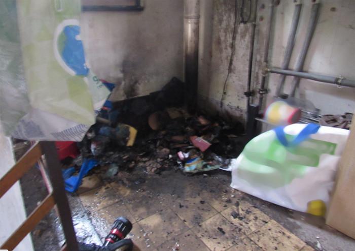 Nedopalek cigarety stojí za požárem v rodinném domě v Hradci Králové