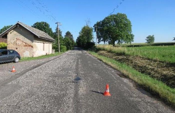 Posilněný alkoholem se jel muž se dvěma malými dětmi projet na motorce,  zavinil nehodu a z místa ujel