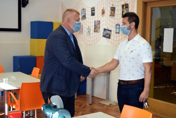 Školy v Libereckém kraji se dočkají nového vybavení, pomůcky již obdrželi v Turnově