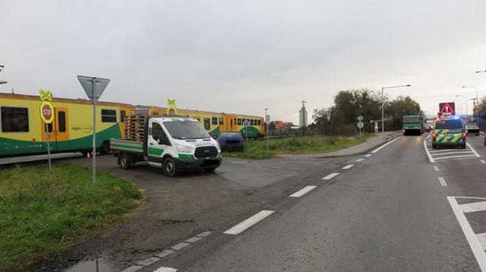 V Želechovicích nad Dřevnicí narazil na přejezdu vlak do nákladního vozidla
