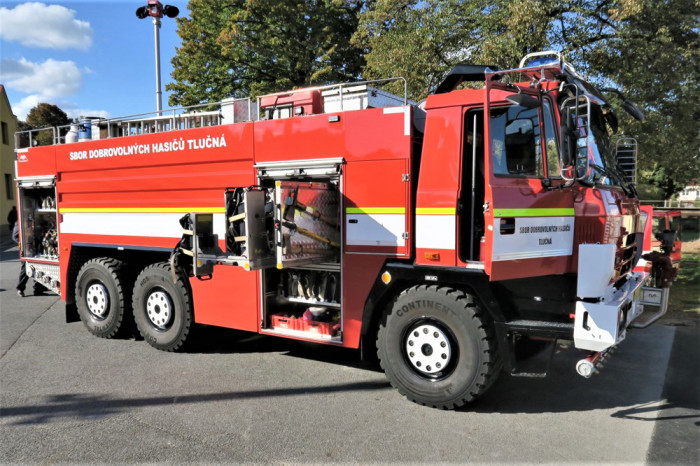 Zásahové vozidlo dobrovolných hasičů z Tlučné se dočkalo svého znovuzrození, na jeho repasi přispěla i Nadace ČEZ