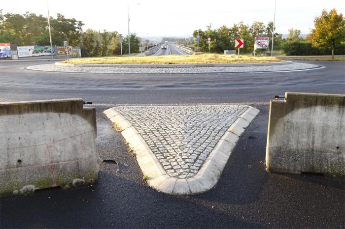 Okružní křižovatka u nového mostu v Litoměřicích dostane odolnější povrch