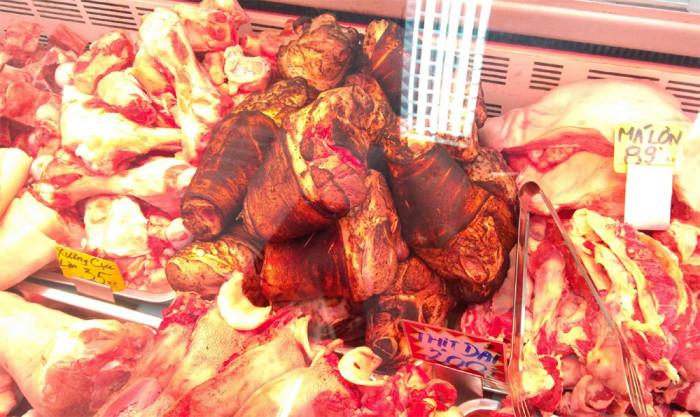 V pražské tržnici SAPA odhalili inspektoři Státní veterinární správy nebezpečné maso