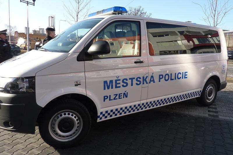 Na Americké ulici v Plzni došlo po hádce dvou mužů k fyzickému napadení a střelbě