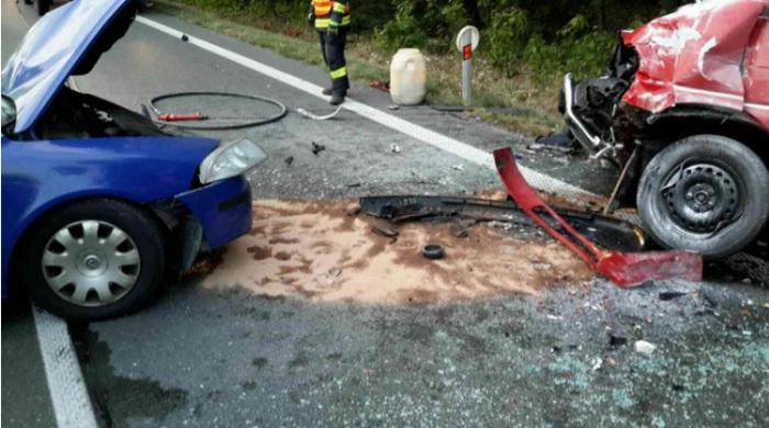 Nehoda dvou vozidel r�no zdr�ela provoz na frekventovan� p�tat�ic�tce