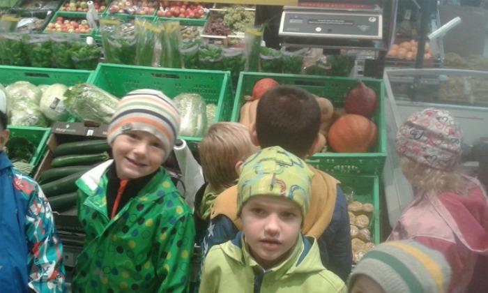 Děti vMŠ U Medvídků sázely stromy, pekly koláče a slavily Světový den potravin
