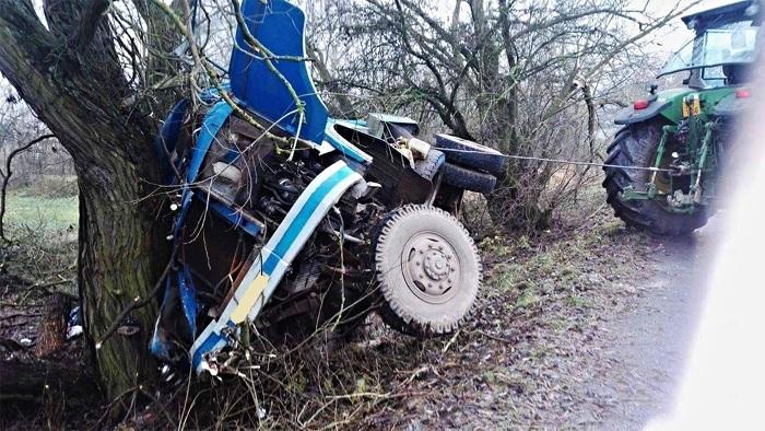 Po havárii fekálního vozu zůstal v kabině zaklíněný spolujezdec