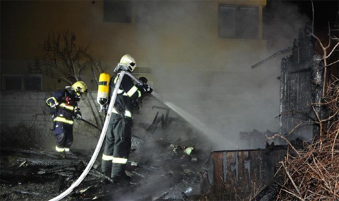 Požár zahradní chaty v Praze 5