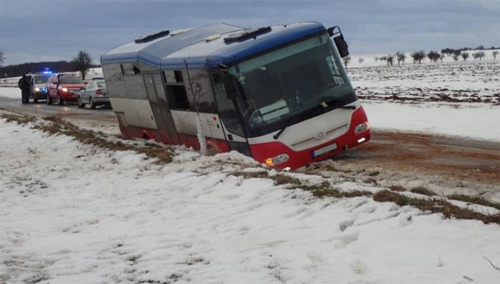Havárie autobusu s dětmi se obešla bez zranění