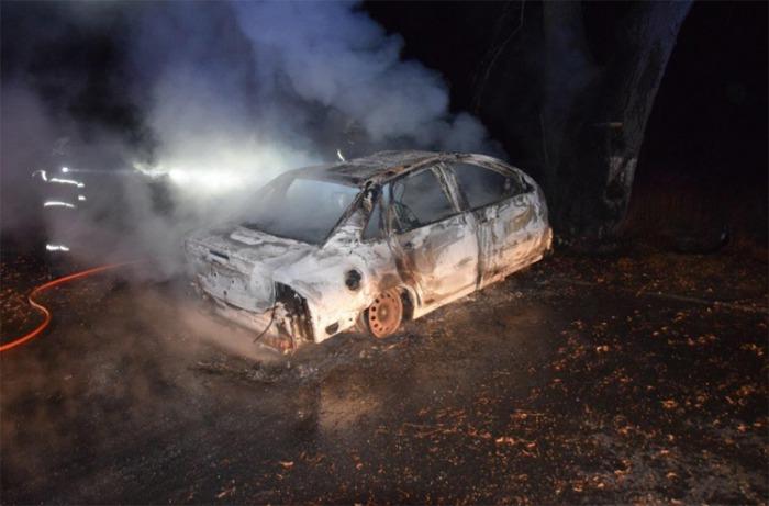 Na Příbramsku uhořel řidič v havarovaném autě