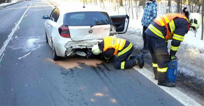 Dopravní nehoda si vyžádala dvě zraněné osoby