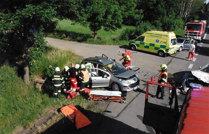 Vážná dopravní nehoda u Milovic na Jičínsku