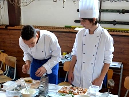 Novopačtí kuchaři a číšníci se budou učit v nové kuchyni