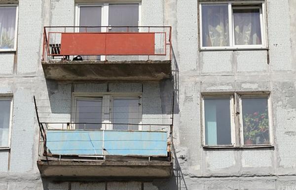 Pád z balkónu