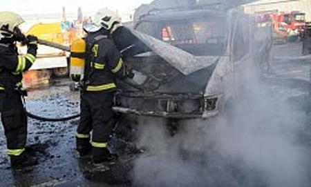 V Trnavě shořela dodávka, škoda se vyšplhala na 100 tisíc korun