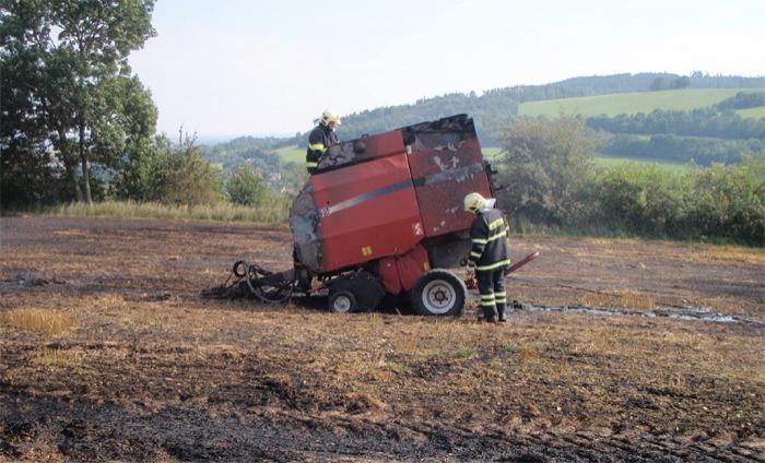 Požár balíkovače slámy Obědné na Šumpersku