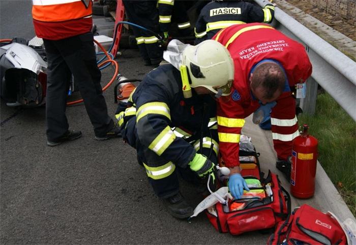 Dopravní nehoda osobního auta u Mikulova