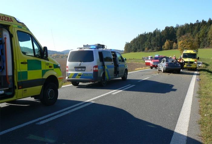 Tři zranění při nehodě na půli cesty mezi Horažďovicemi a Klatovy