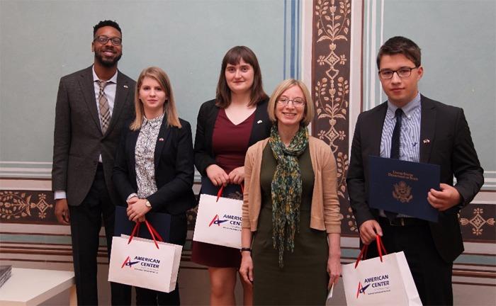 Americká ambasáda rozdávala ocenění českým studentům
