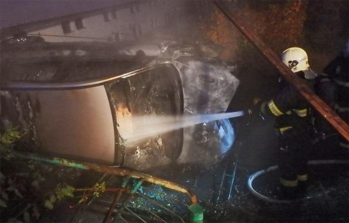 V Přešticích po nehodě shořelo auto