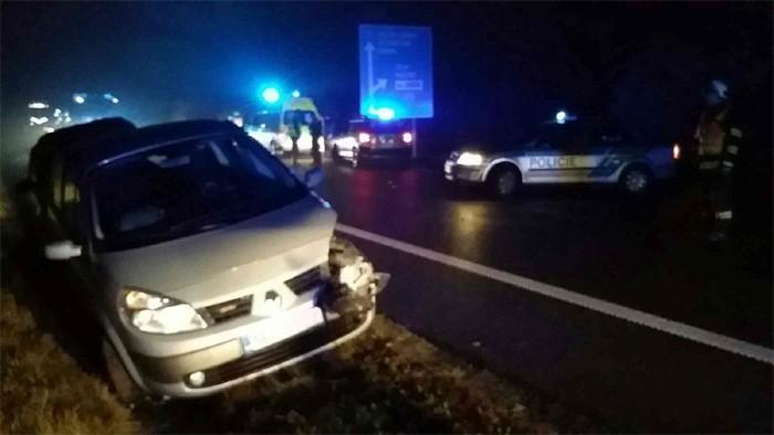 U nehody tří vozidel byly zraněny tři osoby