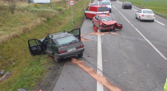 Tři zranění si vyžádala dopravní nehoda u Dřevěnice