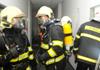 Při požáru rodinného domu na Mělnicku hasiči zachránili dvě osoby